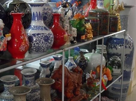 Ceramics at a mall ...