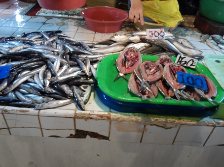 See those sliced fishes on the right?