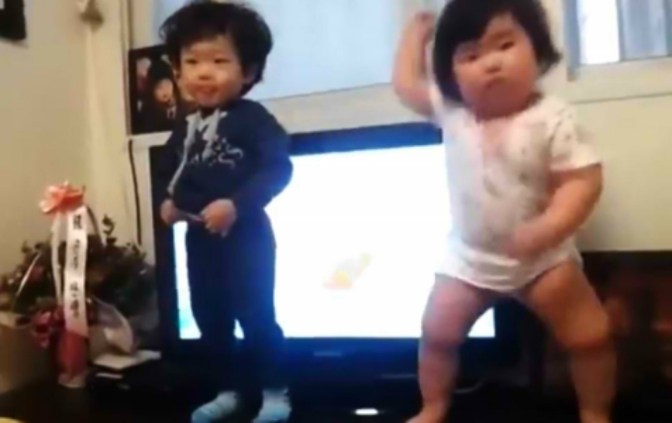 YouTube Review: Chubby Korean baby dance