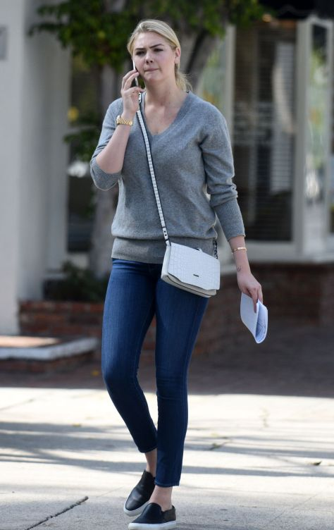 same shoes 3 tight-jeans-leaving-an-office-building-in-los-angeles-feb.-2015_6