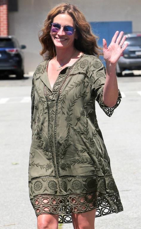 Julia Roberts in Malibu