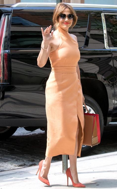 0621a rs_634x1024-160620163649-634.Jennifer-Lopez-Peach-Dress-NYC.0616