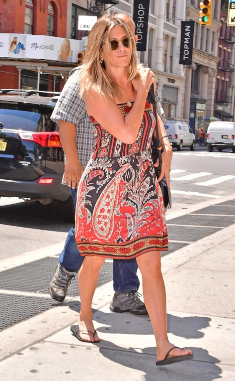0621b rs_634x1024-160620121405-634-jennifer-aniston-new-york-paisley-dress-062016