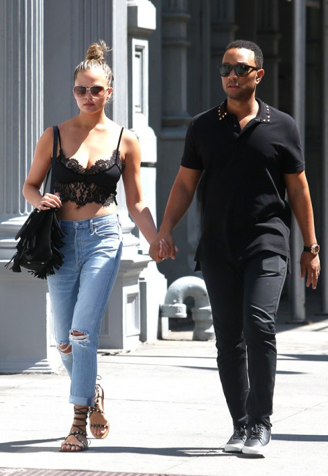 Chrissy Teigen and John Legend in New York City (Photo: Splash News)